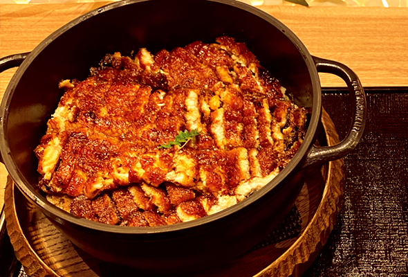 鰻和のバーミキュラで炊いた名物釜まぶし